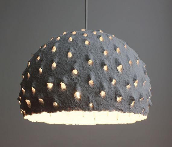 Il Sagit Dun Article Sur Commande Cet Abat Jour Ecologique Artisanal Est Fait De Papier De Bureau Recycle Blanc V In 2020 Paper Lampshade Hanging Lamp Ceiling Lamp