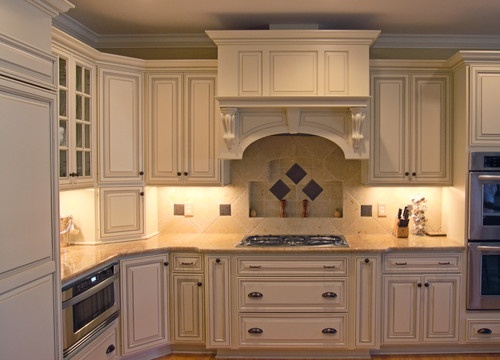 Backsplash With Cream Cabinets