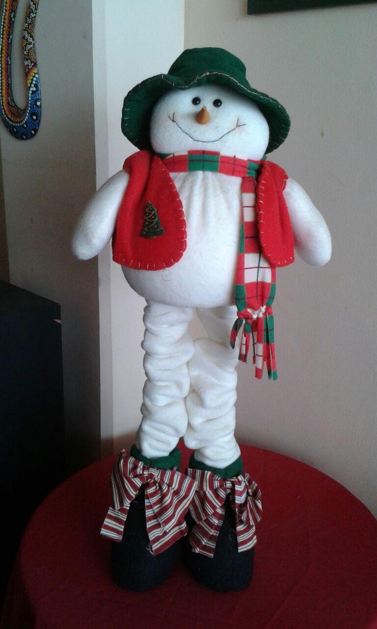 Muñeco de nieve hermoso en fieltro