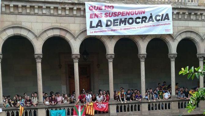 """Concentració unitària de Barcelona, en el segon dia de mobilitzacions també a Girona, Tarragona i Lleida convocades per Universitats per la República en """"defensa de la democràcia"""""""