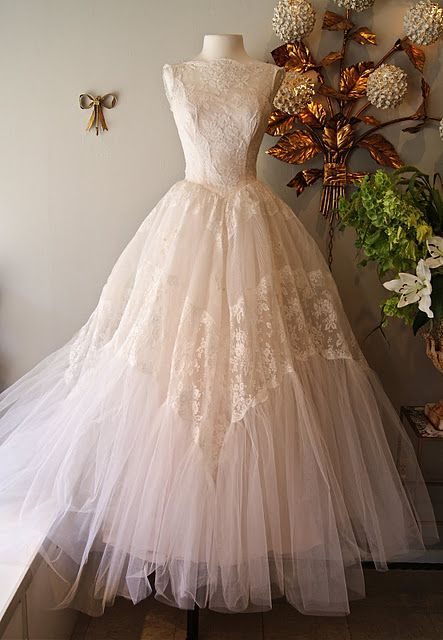 Sleeveless '50's wedding dress  #retro wedding ... Wedding ideas for brides, grooms, parents  planners ... https://itunes.apple.com/us/app/the-gold-wedding-planner/id498112599?ls=1=8 … plus how to organise an entire wedding, without overspending ♥ The Gold Wedding Planner iPhone App ♥