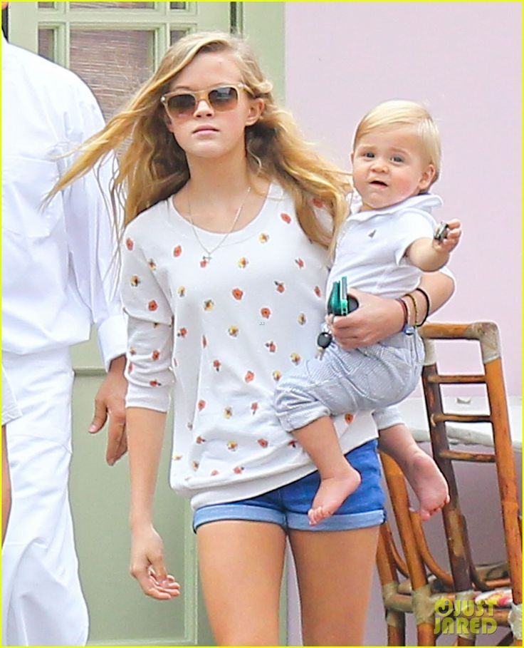 Ava Phillippe (Reese Witherspoon and Ryan Phillippe's daughter) a milf + a dilf = gorgeous offspring !