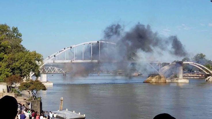 Старые мосты никогда не умирают, они просто переходят в другое состояние.После практически 100-летней службы, Бродвейский мост в Литл-Рок, штат Арканзас (США), был признан непригодным и «приго…