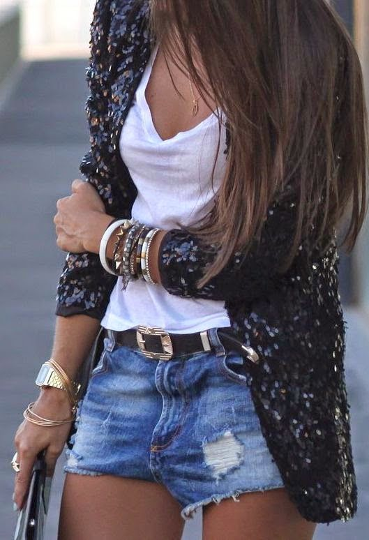 El blazer le aporta formalidad a un look muy casual. Me encanta!