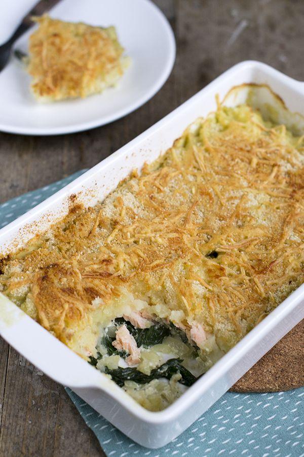 Als je bovenstaande foto bekijkt dan kan dit een ovenschotel met van alles zijn. Kip, gehakt, pompoen of broccoli. Wat wel duidelijk is, is dat het een schotel is met aardappelen en een krokant dakje met kaas is. Lekker! Maar het wordt nog beter, dit is namelijk een ovenschotel met spinazie en zalm. Altijd een... LEES MEER...