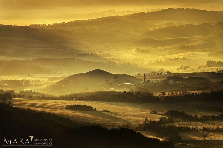 Arkadiusz Makowski zaprasza na warsztaty fotograficzne w przełęczy Okraj. Tematem będą przepiękne krajobrazy górskie, mgły i panoramy. Koszt to 990zł.