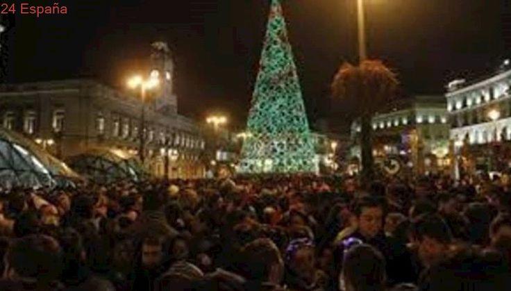 El helicóptero de la Policía Nacional refuerza la seguridad del plan de la Navidad en Madrid