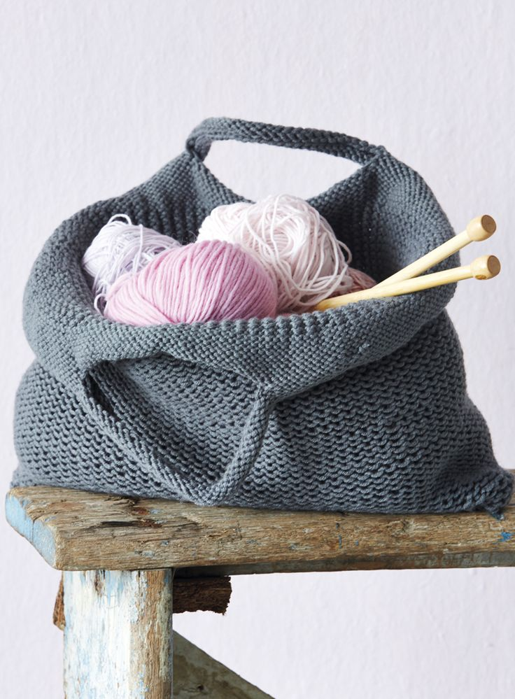 Practise knitting in rounds and make this lovely bag. It'll be perfect for keeping your yarn and needles together for the next project that you work on