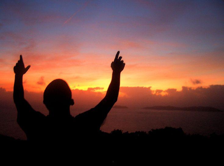 تبیان/ صحنه قیامت سخت وحشتناک است، از سعادتمندی عبد است که طول عمر پیدا کند، برای اینکه موفّق بشود خداوند انابه را روزی او گرداند.آرزوی مرگتا حالا شده که در تنگناها و بن بست های زندگی گیر کنی و احساس کنی که دیگر به پایان خط رسیده ای و از خدا بخواهی که مرگت را برساند؟!!یادمان باشد که این