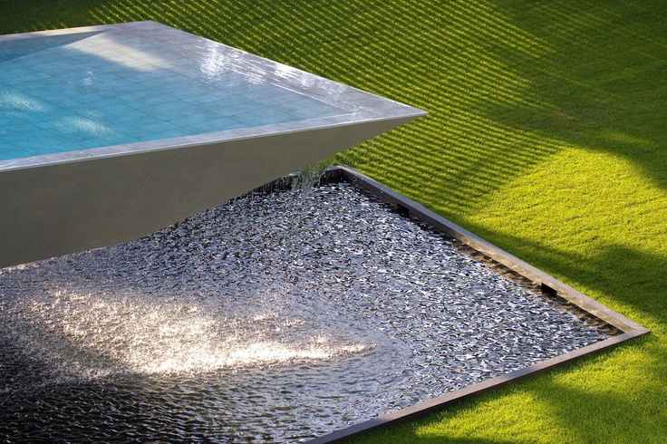 Suspended swimming pool detail at Casa Vale do Lobo.
