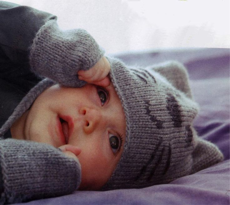 Free knitting pattern for baby hat ( in French )