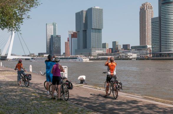 Rotterdam in a fun and active way.  http://www.rotterdam.nl/viervakantieineigenstad