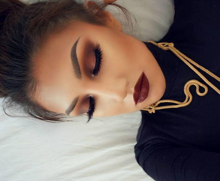 Beauty Blogger   Mexico(37 years old) Email: auroraglez78@gmail.com FB: Aurora_AmorPorElMaquillaje Snapchat : auroramakeup78 YouTube Subscribe