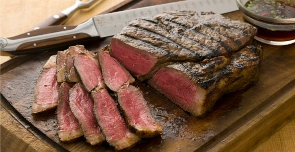 Looking for a great sirloin steak recipe? Curtis Stone's grilled sirloin steak comes with a delicious cilantro-sesame marinade.