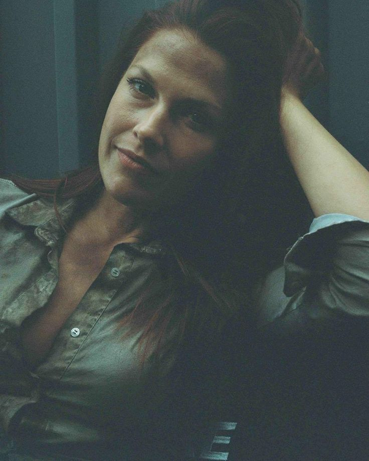 Ali Larter (Claire Redfield) relaxing on set of Resident Evil: The Final Chapter