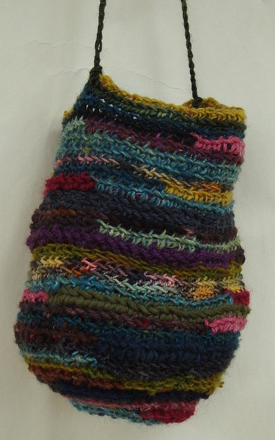 Crochet bag by Yuniko Studio, via Flick Lovely free fall