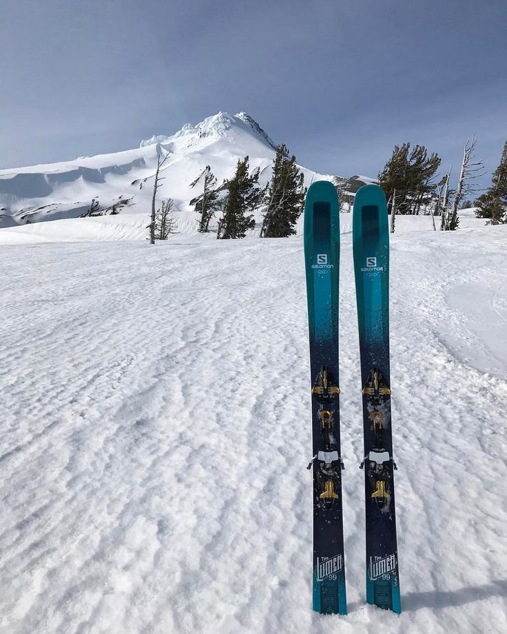 Dreaming of bagging some peaks this spring? Thinking about a new setup? Spring sales are going strong here with 30% off most skis and boots! Come on in on one of these rainy week days and make your weekend epic! . . . . : @kayliegeee #skiuphill #earnyourturns #springhassprung #springskiing #mthood #salomonski #bluesky #pnwonderland #pnwisbeautiful #outdoorwomen #shejumps #sheexplores #sheadventures #upperleft #traveloregon #oregon #pnw #usoutdoor #snowwaterland