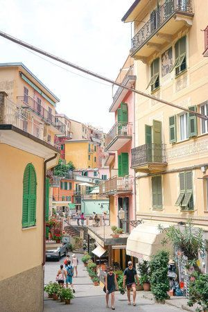 The most charming seaside towns in Italy - Cinque Terre! | Planning a trip to Italy? Here is the perfect itinerary to see it all - Rome, Florence, Amalfi Coast, Cinque Terre, and more!