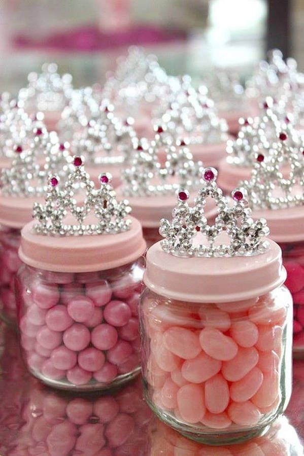 Dragées de mariage pour mariage de princesse. A rajouter tutu autour + ruban avec petite tétine + étiquettes