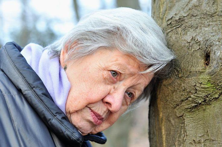 Spannenend - Propolis kann bei Demenz und Alzheimer helfen plus weitere 7 Tipps: Propolis wird gerne als natürliches Antibiotikum verwendet. Doch Propolis kann auch bei Alzheimer und Demenz angewendet werden und hemmt die Bildung freier Radikale.