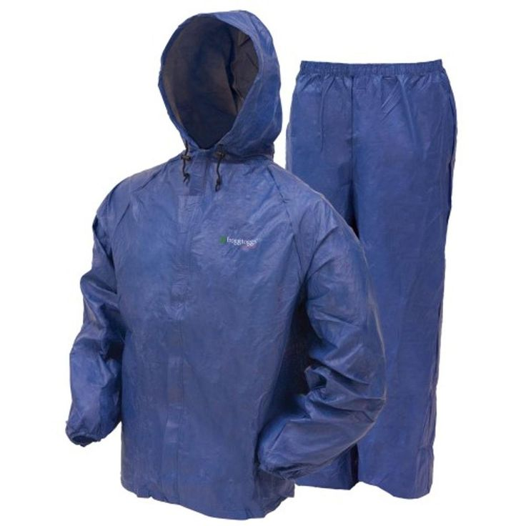This great value mens ultra lite golf rain suit by Frogg Toggs is designed to keep you dry and comfortable on those rainy days!
