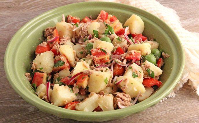 Voici la recette pour faire une Salade de pommes de terre au thon Weight Watchers, un plat alliant des protéines, vitamines, lipides, fibres