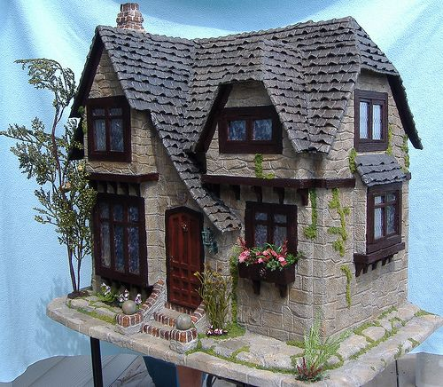 Tracy Topps Glencroft Dollhouse Kit Greenleaf. Tracy takes these kits to sublime heights!