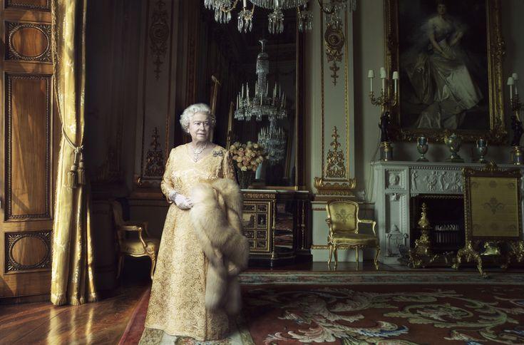 Queen Elizabeth Ii Fashion | queen-elizabeth-ii-by-annie-leibovitz-02-big