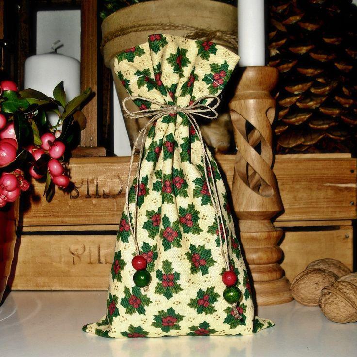 Vánoční+s+korálky+Bavlněný+pytlíček+s+vánočními+motivy,+převázaný+provázkem+s+dřevěnými+korálky+Rozměry:+11x21(cm)+Lze+použít+na+stylovou+dekoraci+vašeho+bytu+k+dokreslení+vánoční+atmosféry,+jako+dárek+či+malá+pozornost+pro+přátele.+Záleží+jen+na+Vaší+fantazii.+Zboží+je+opatřeno+originální+visačkou+(viz+profil)+Je+možné+objednat+více+kusů,+v...