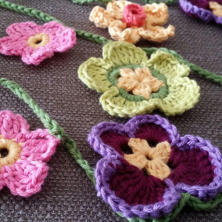 Spring Flower Garland - crochet workshop