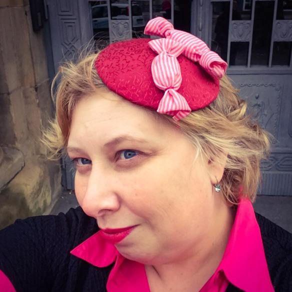 French Curves: Candy et DIY your Closet Bonbon Fascinator | Miss Kittenheel curvy plussize pinup retro vintage fascinator hat
