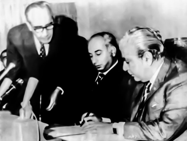 Yahya Khan hands over all power to Z A Bhutto