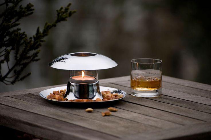 Philippi Callampa v sobě spojuje unikátní spojení mísy na pochutiny a svícnu na čajové svíčky. Design Silke Decker.