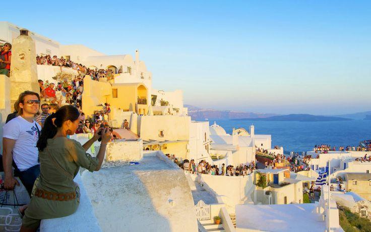 Rejs til den smukke ø, Santorini til sommer. Se mere på www.apollorejser.dk/rejser/europa/graekenland/santorini