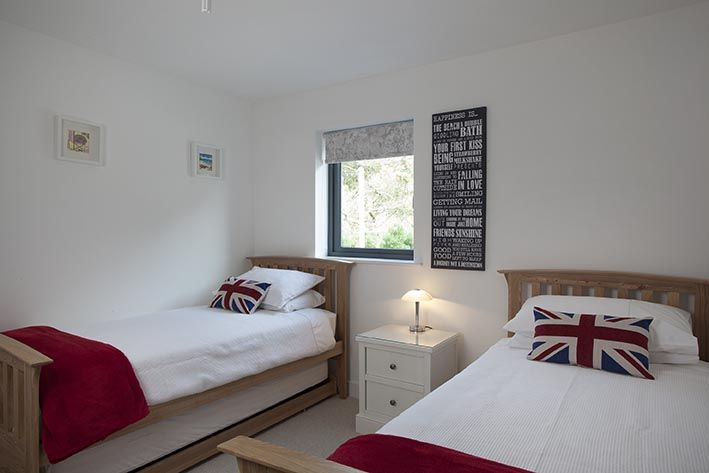 Twin Bedroom next to family bathroom at Clifden