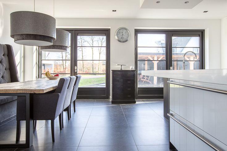 Belgisch Hardsteen Look Keramiek #kitchen #keuken #woonkamer #living #natuursteen #naturalstone #vloer #floor #flooring #tiles #tegels #fossiel #fossil #interieur #interior #interieurdesign #interiordesign #keramiek #ceramics