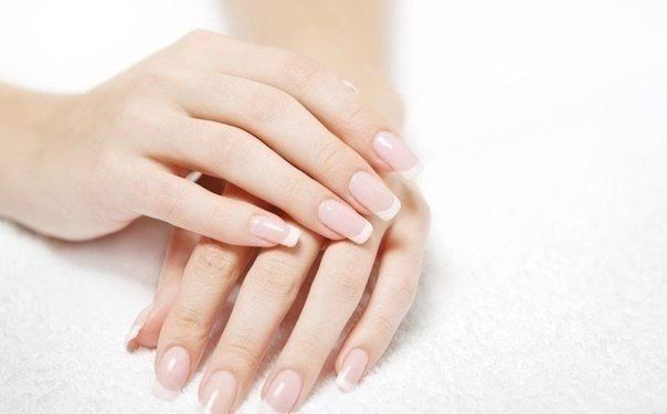 Супер крепкие ногти  Смешать 1 чайную ложку острого красного перца (порошок) и чайную ложку любого крема для рук, чтобы получилась кашица.  Смыть лак с ногтей, наложить смесь перца и крема на ногти и вокруг, оставить на 15 минут. Смыть водой с мылом, смазать руки кремом, наложить лак или укрепитель.  Повторить через 7-10 дней. Обычно достаточно 2 раз, ногти растут очень быстро и становятся очень крепкими.