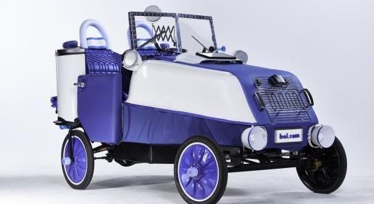 Bol.com knutselt elektrische auto in elkaar met 223 artikelen uit eigen assortiment :-)