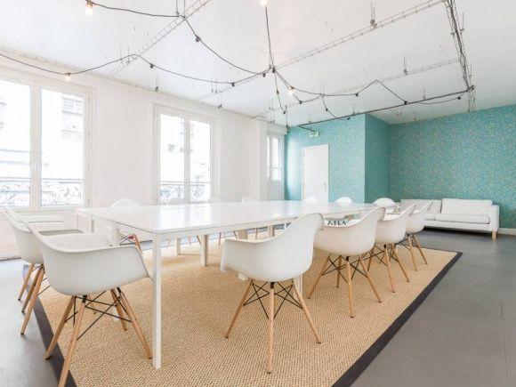 Une salle de réunion pour idées lumineuses pour 25 à 40 personnes dans un espace de coworking dans le 17ème à Paris