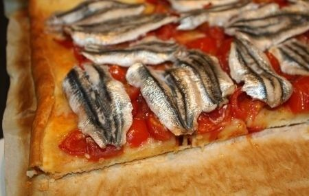 Pizza alle acciughe (fresche): ricetta senza formaggio
