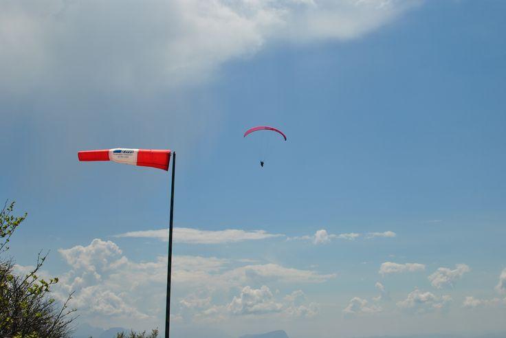 le décollage parapente du Revard, face à Aix les Bains