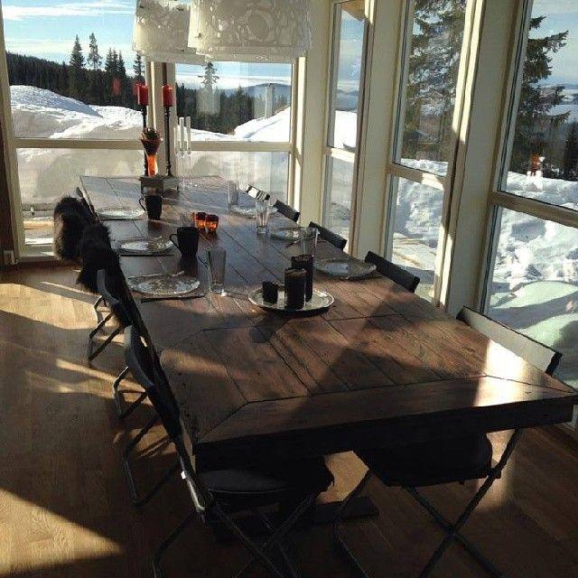 #kundebilde #Ålesundbord #drivved #drivvedland #gjenbruksmaterialer  #gjenbruk #påskeferie  Vi har noen langbord ferdige i #showroom