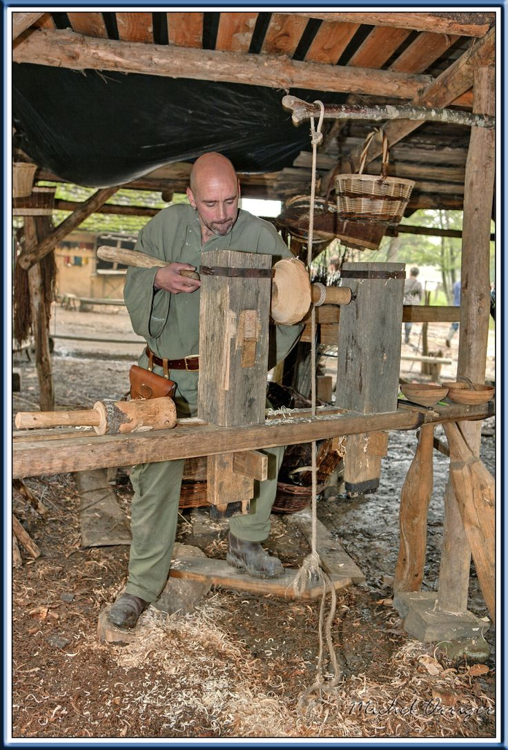 Guedelon pole lathe