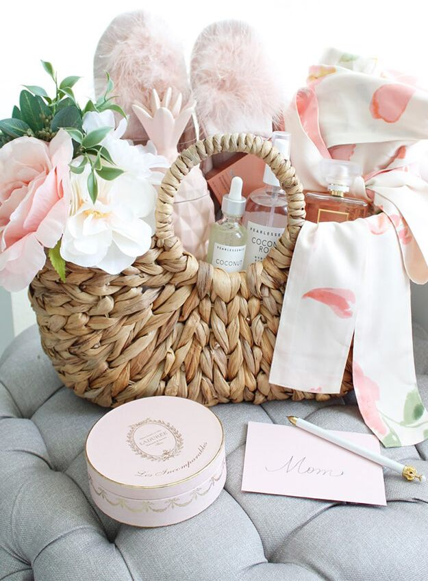 Diy Gift Basket Idea For Mom Picnic In A Box With Images