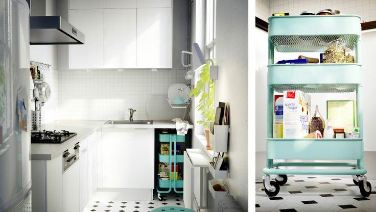 省スペースのダイニングと収納ソリューションを備えた小さなキッチン