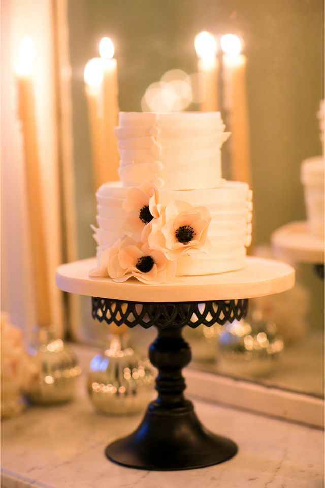 Wedding cake   One and Only Paris Photography   http://burnettsboards.com/2013/12/candlelit-parisian-elopement/