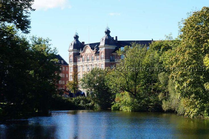Copenhagen é a capital e maior cidade da Dinamarca. É linda, charmosa e organizada. Leia mais...