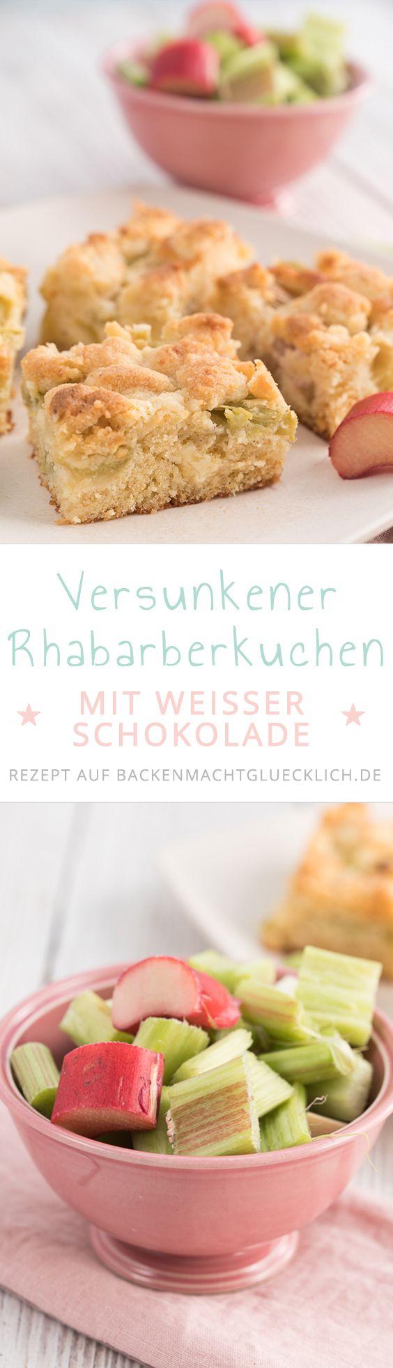 Dieser versunkene Rhabarberkuchen vom Blech ist eine tolle Kombi aus säuerlichem Rhabarber, knusprigen Streuseln, saftigem Rührteig und weißer Schokolade.