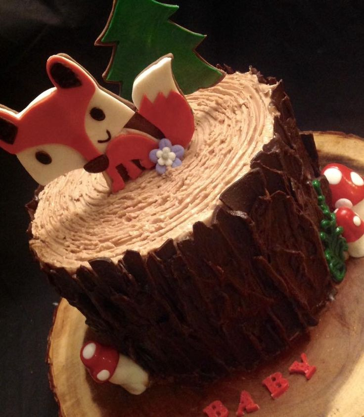 Woodland Stump fox cake