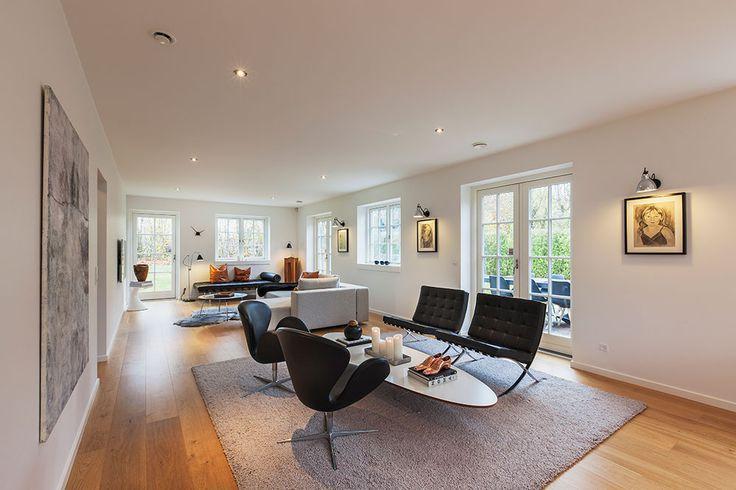Klassisk stue med døre til køkken/alrum #huscompagniet ...